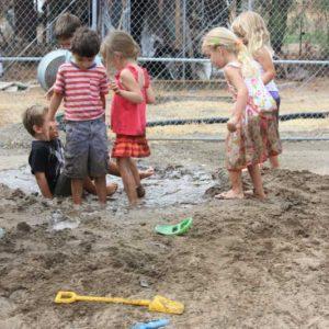 messy, muddy preschool play